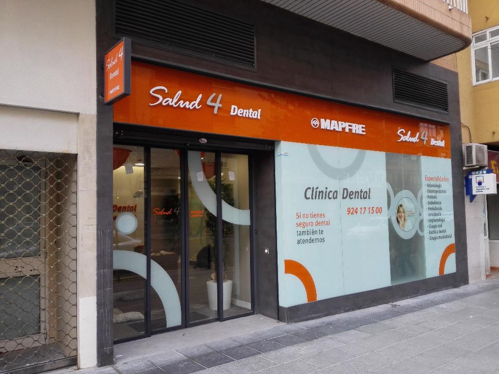 Proyectos de tiendas llave en mano morfus - Fachadas clinicas dentales ...
